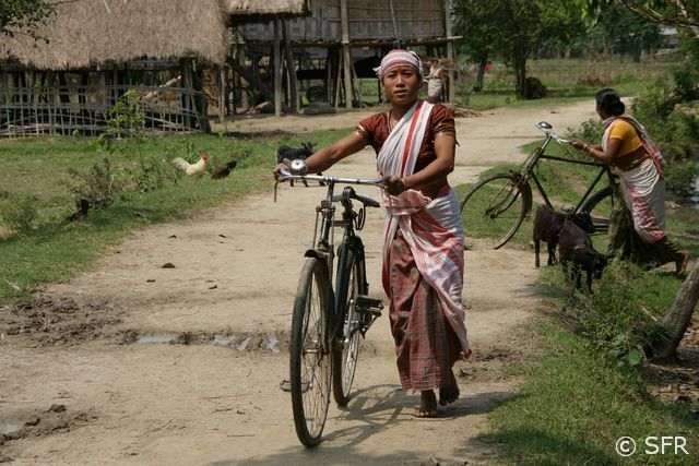 frauen auf fahrrad nackt