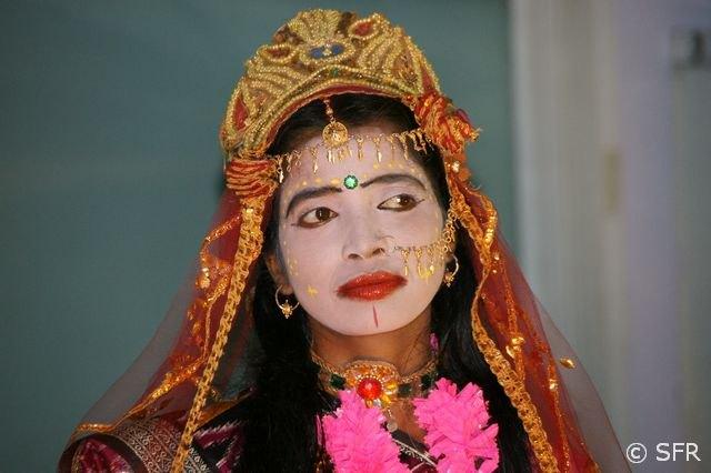 Suche nach indischer Frau